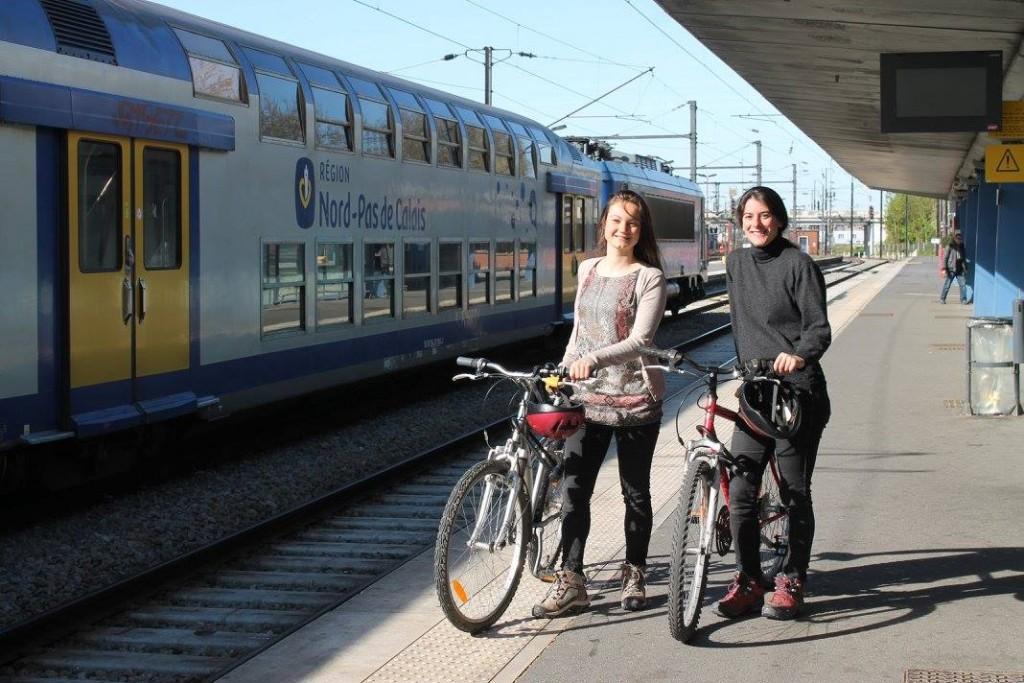 Aurore et Marie à vélos